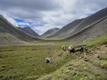 Hiking Ganden to Samye Monastery – Tibet